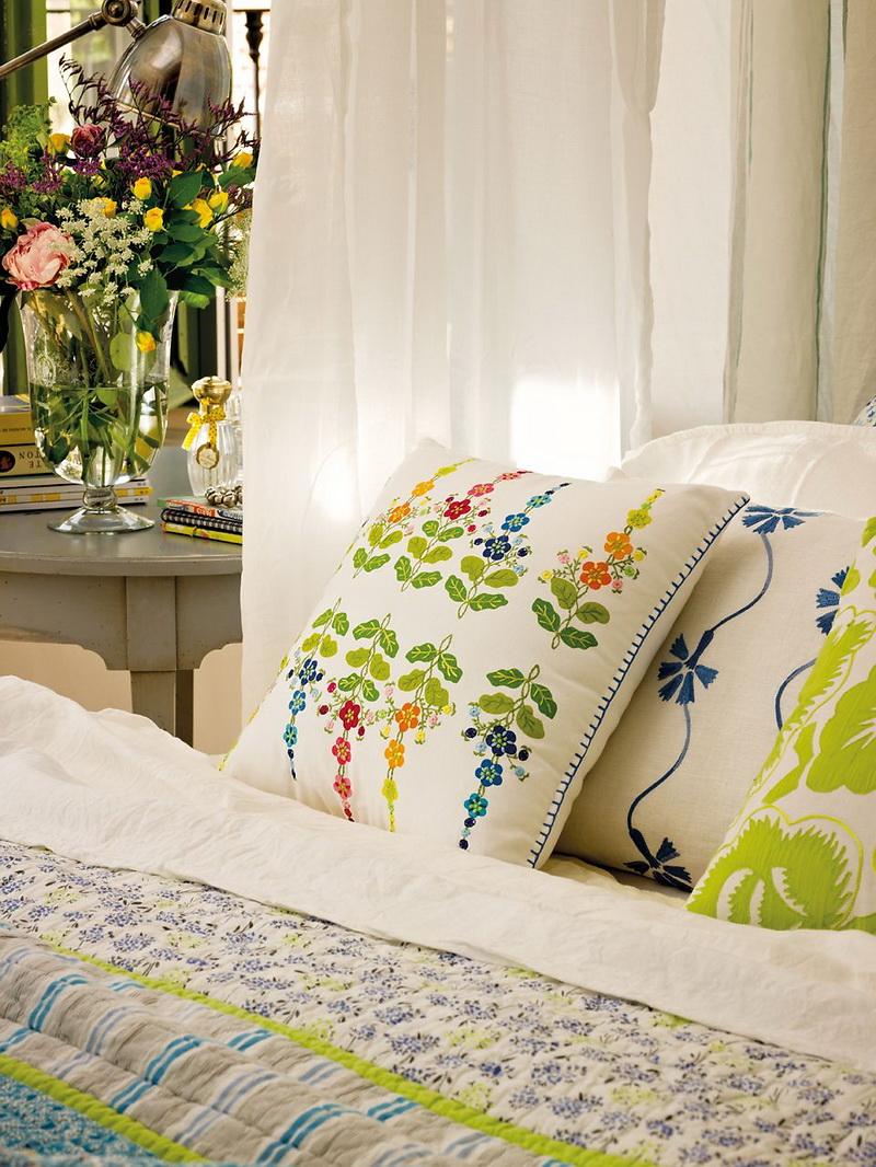 Romantic Bedroom Design With Semicircular Windows