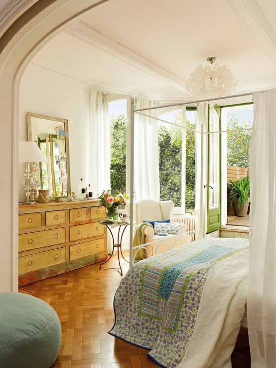 Romantic Bedroom Design With Semicircular Windows