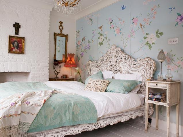 Romantic Bedroom With Birds Wallpaper