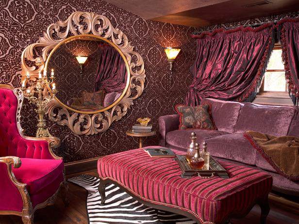 Romantic Living Room In Violet Tones