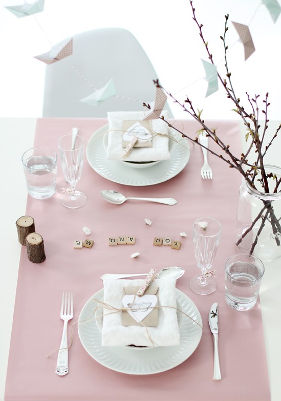 59 romantic valentine s day table settings digsdigs. Black Bedroom Furniture Sets. Home Design Ideas