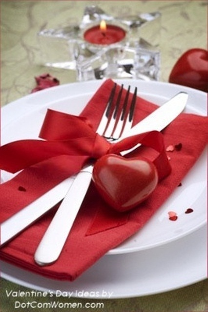 59 Romantic Valentine\'s Day Table Settings - DigsDigs