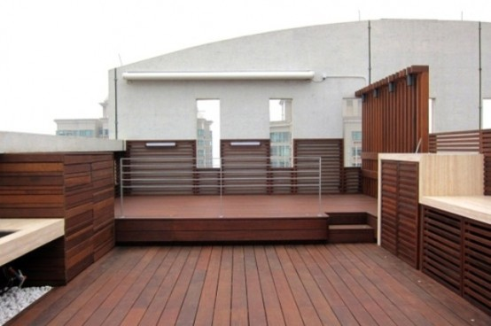 A rooftop terrace that features lots of teak wood always looks modern and gorgeous.
