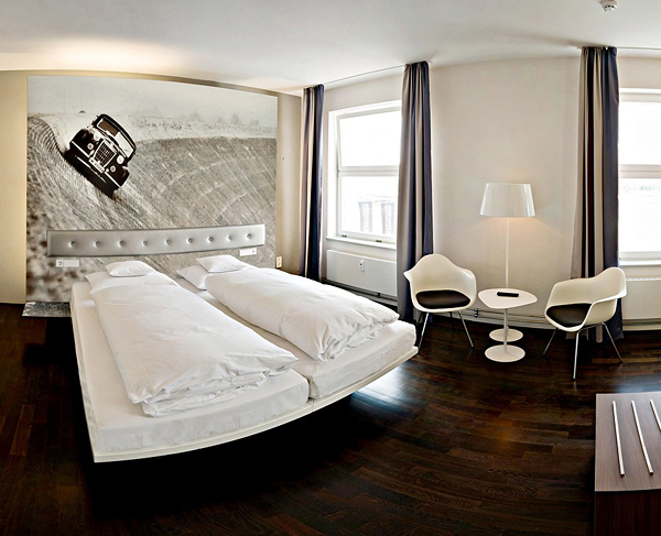 10 cool room designs for car enthusiasts digsdigs for Design hotel rooms