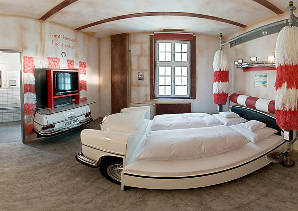 10 cool room designs for car enthusiasts digsdigs for Hotel bedroom designs