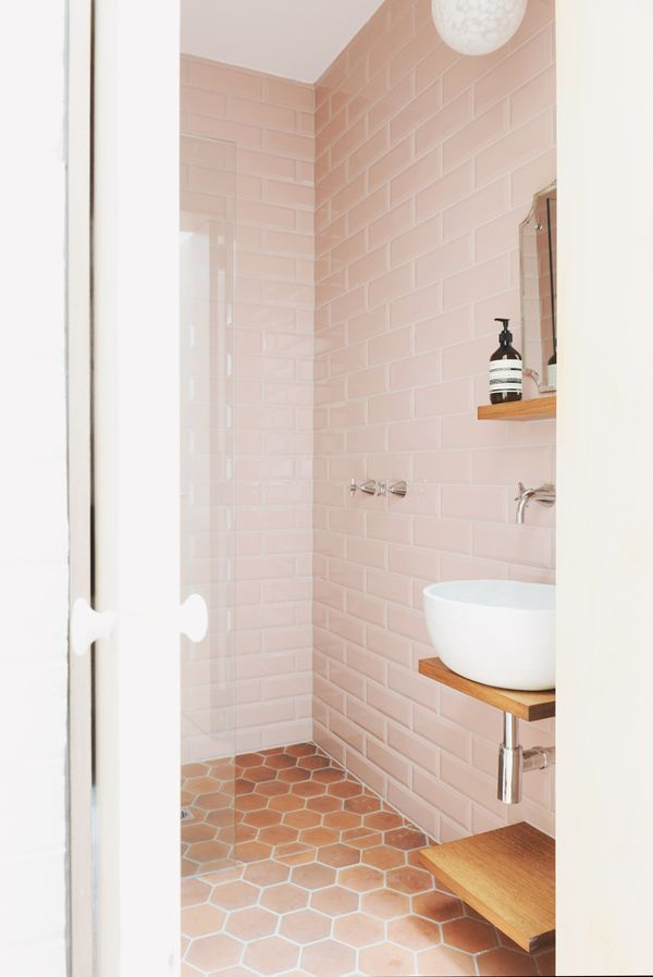 Picture of rose quartz home decor ideas for Quartz bathroom accessories