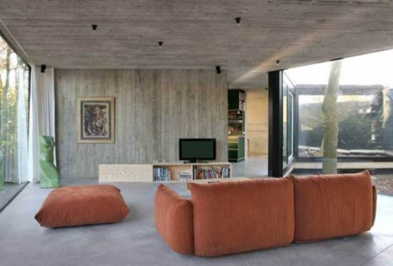 Round Concrete And Wood House To Merge With Nature