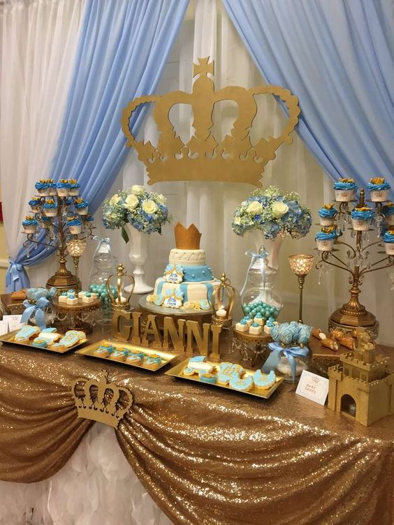 picture of royal themed dessert table for a boy baby shower