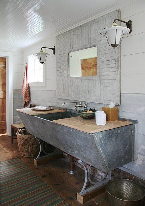 احدث حمامات منزلية راقية 2014 rustic-barn-bathrooms-5.jpg