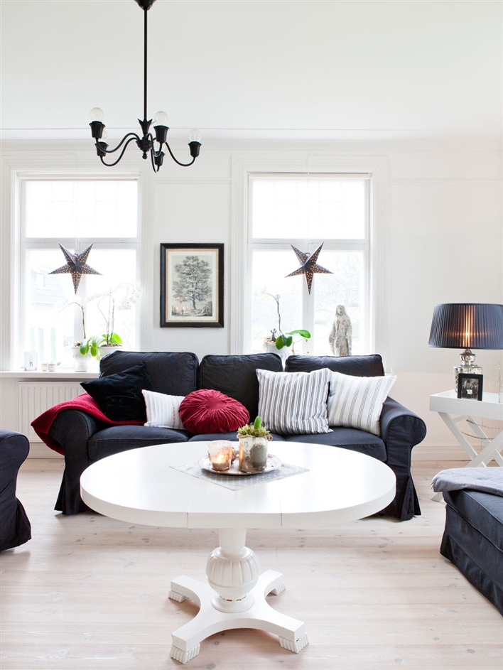 Rustic Scandinavian House In Black And White