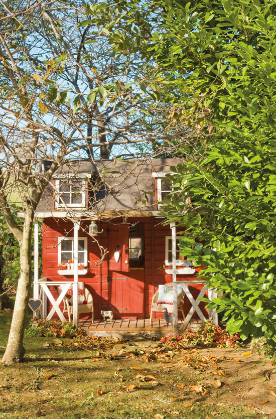 Rustic stone house in the spanish countryside digsdigs for Elkhorn lodge cabin gatlinburg tn