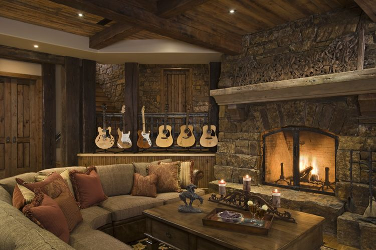Rustic house design in western style ontario residence for Country western living room ideas