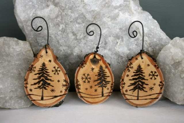 wood slice Christmas ornaments with wood burnt decor is a cozy rustic idea for any Christmas