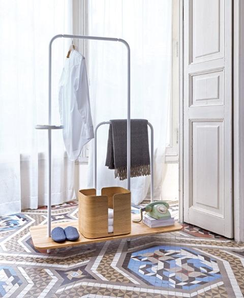 Scandinavian Plateau Unit For Hallway Storage