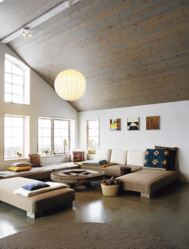 38 Small Yet Super Cozy Living Room Designs: Rustic Scandinavian House On The Lake Shore