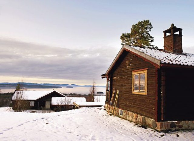 Rustic Scandinavian House On The Lake Shore DigsDigs