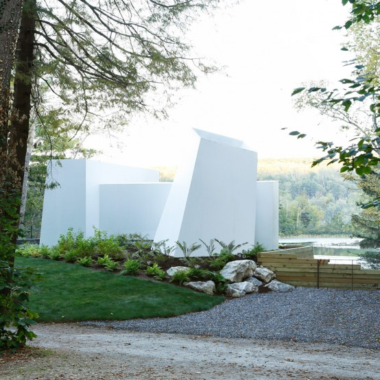 Sculptural And Abstract Lakefront Weekend Home