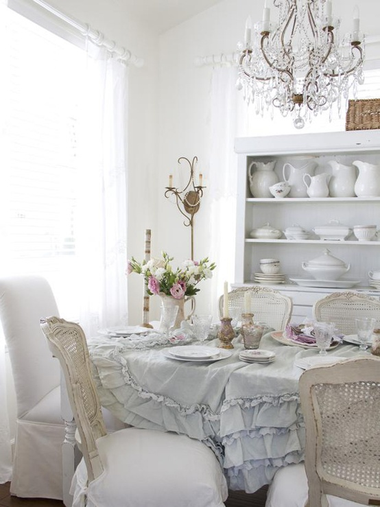39 beautiful shabby chic dining room design ideas digsdigs for Vintage style dining room ideas