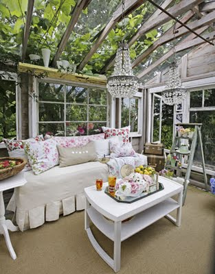 Lovely shabby chic sun porch.