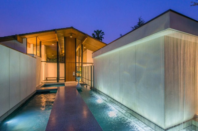 Sherwood Residence: Mid-Century Style Mixed With Modern Luxury