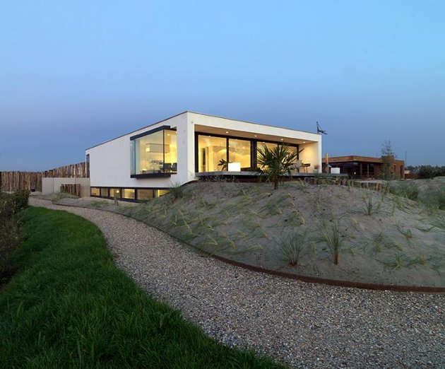 S house by grosfeld van der velde architects digsdigs for Shouse shed house