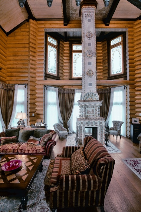 Large siberian house in eclectic style digsdigs for Style eclectique decoration
