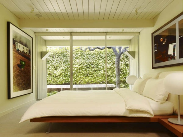 28 simple and elegant mid century modern beds digsdigs for Simple elegant modern house