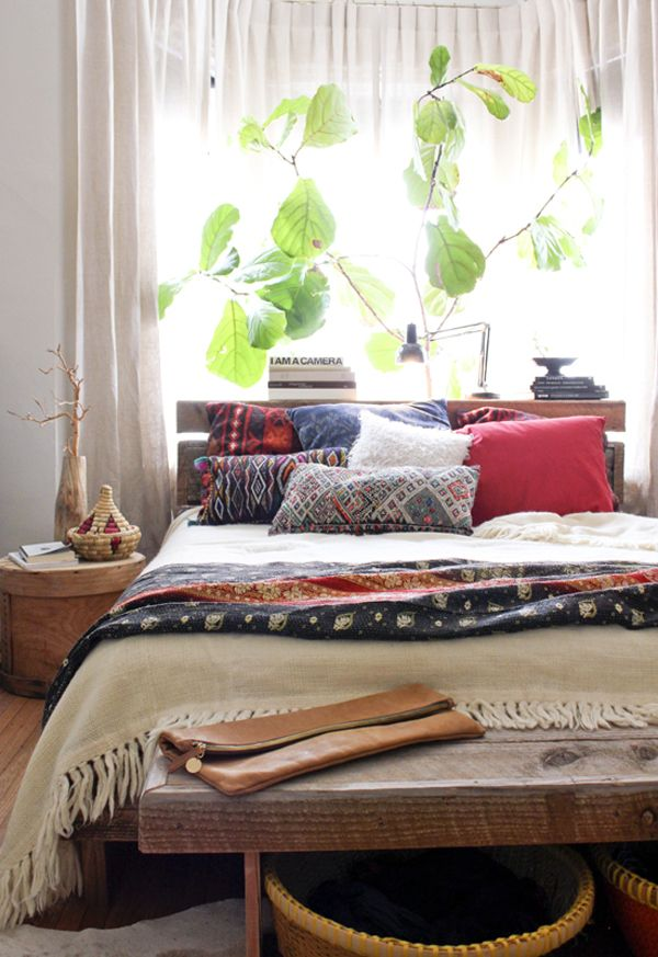 Simple Ideas To Refresh The Foot Of Your Bed