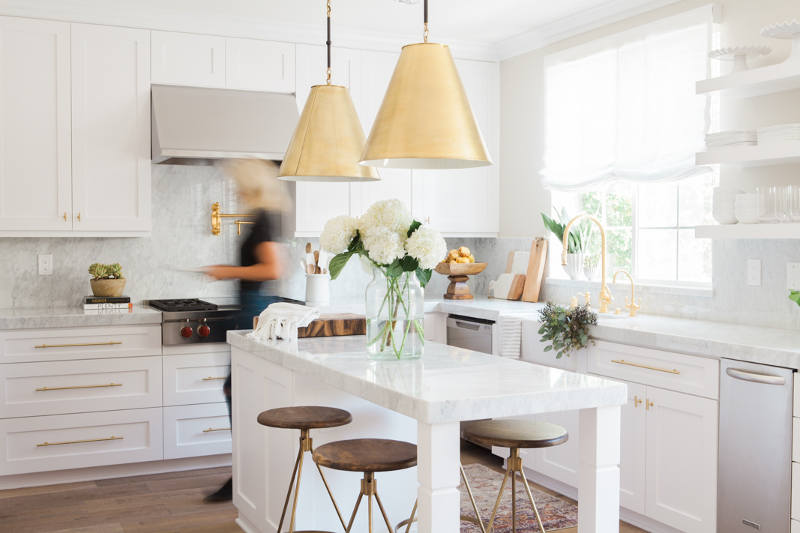 Picture Of simple yet refined white kitchen design  1