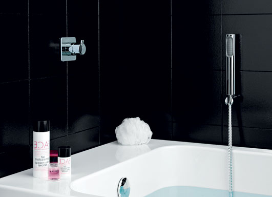 Simply beautiful completely black bathroom digsdigs for Simply bathrooms
