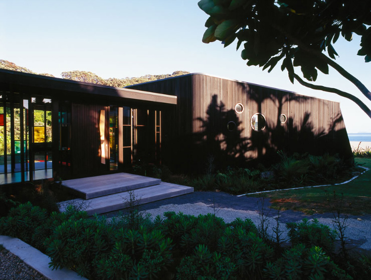 Bathroomware Designed For New Zealand Homes: Single-Story Two Wings House With Dark Cedar Cladding On