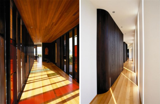 Single-Story Two Wings House with Dark Cedar Cladding on Hot Water Beach