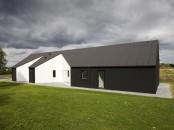 Sinus House Black White Outdoor