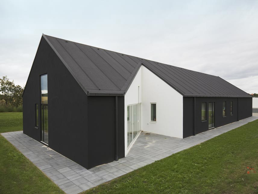 Country House Design in Denmark – Sinus House by Cebra Architects