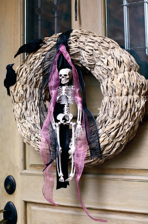 How To Decorate Your Halloween With Skulls And Skeletons
