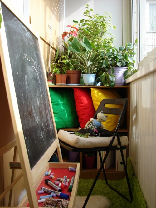 Put an easel on a balcony to make it a favorite place for your kid.