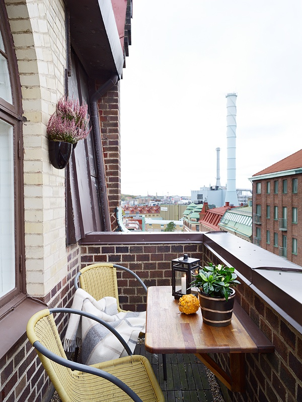 45 cool small balcony design ideas digsdigs for Tiny balcony ideas