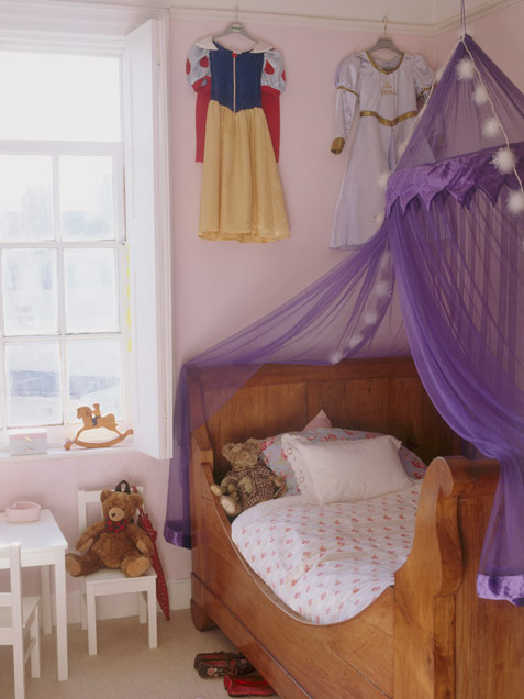 33 wonderful girls room design ideas digsdigs for Canopy over bed
