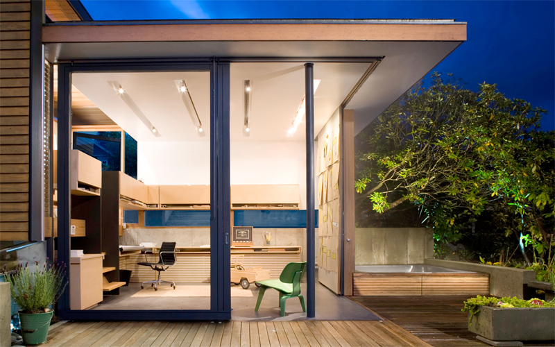 Small Fully Functional Home Office in a Courtyard
