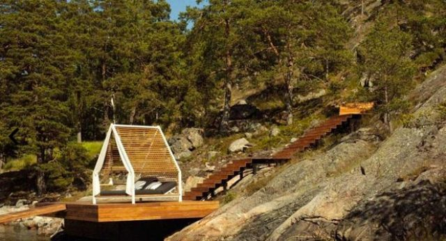 Small Kettal Cottage To Merge With Nature