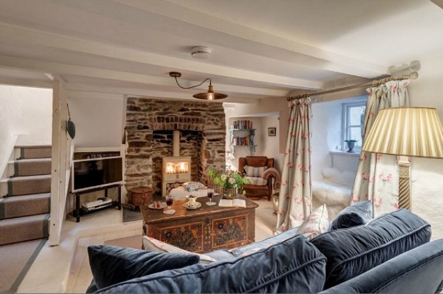 Small Sweetpea Stone Cottage In Country Chic Style