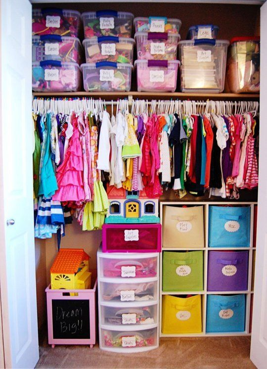 37 smart and fun ways to organize your kids clothes for Organized kids rooms
