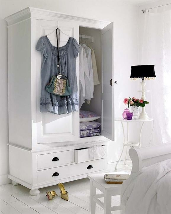 44 smart bedroom storage ideas digsdigs for Wardrobe ideas for small rooms
