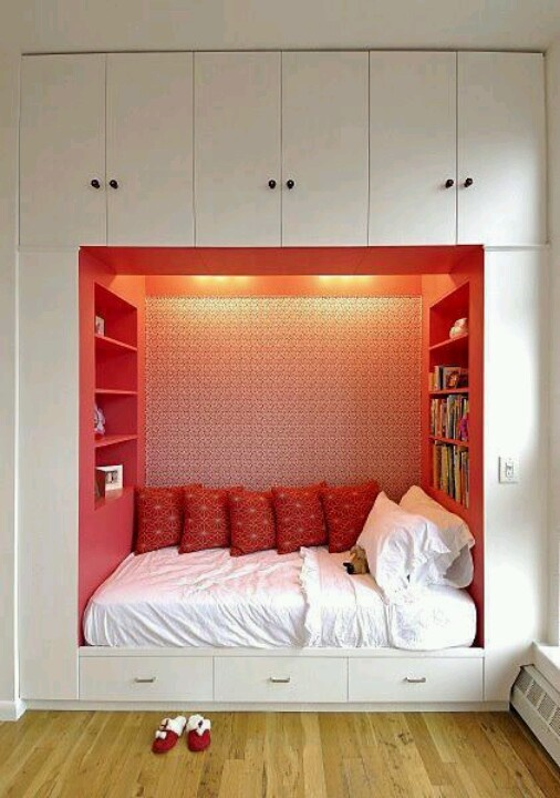 57 smart bedroom storage ideas digsdigs for Cool beds for small bedrooms