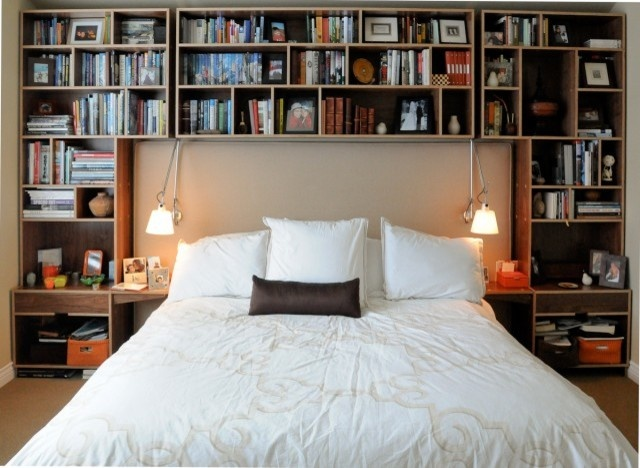 44 smart bedroom storage ideas digsdigs for Bedroom bookshelves