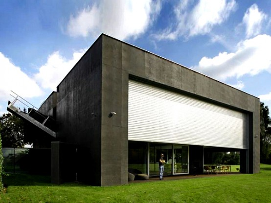 Modern House That Become A Bunker When An Owner Isnt Home Digsdigs - Smart-modern-residence-in-poland