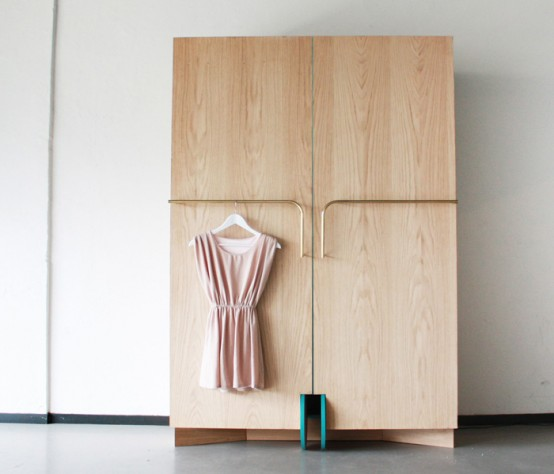 Smart Walk In Closet As A Mini Fitting Room