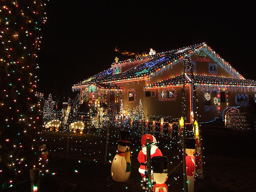 Top 10 biggest outdoor christmas lights house decorations - Petite maison de noel decoration ...