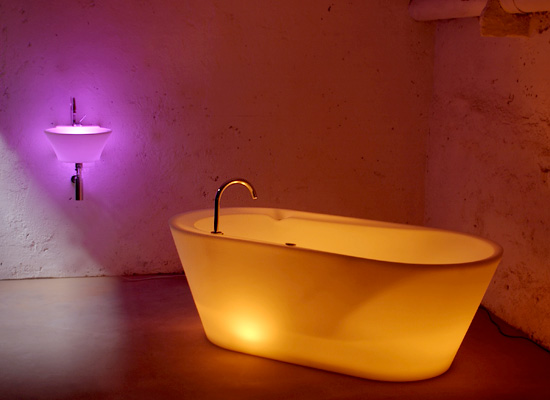 Sopha Light Bathtub And Washbasin