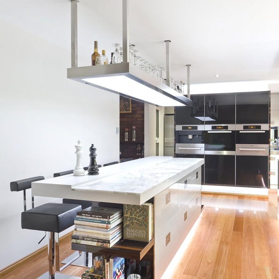 Minimalist Kitchen Design: Sophisticated Minimalist Black And White Kitchen Design